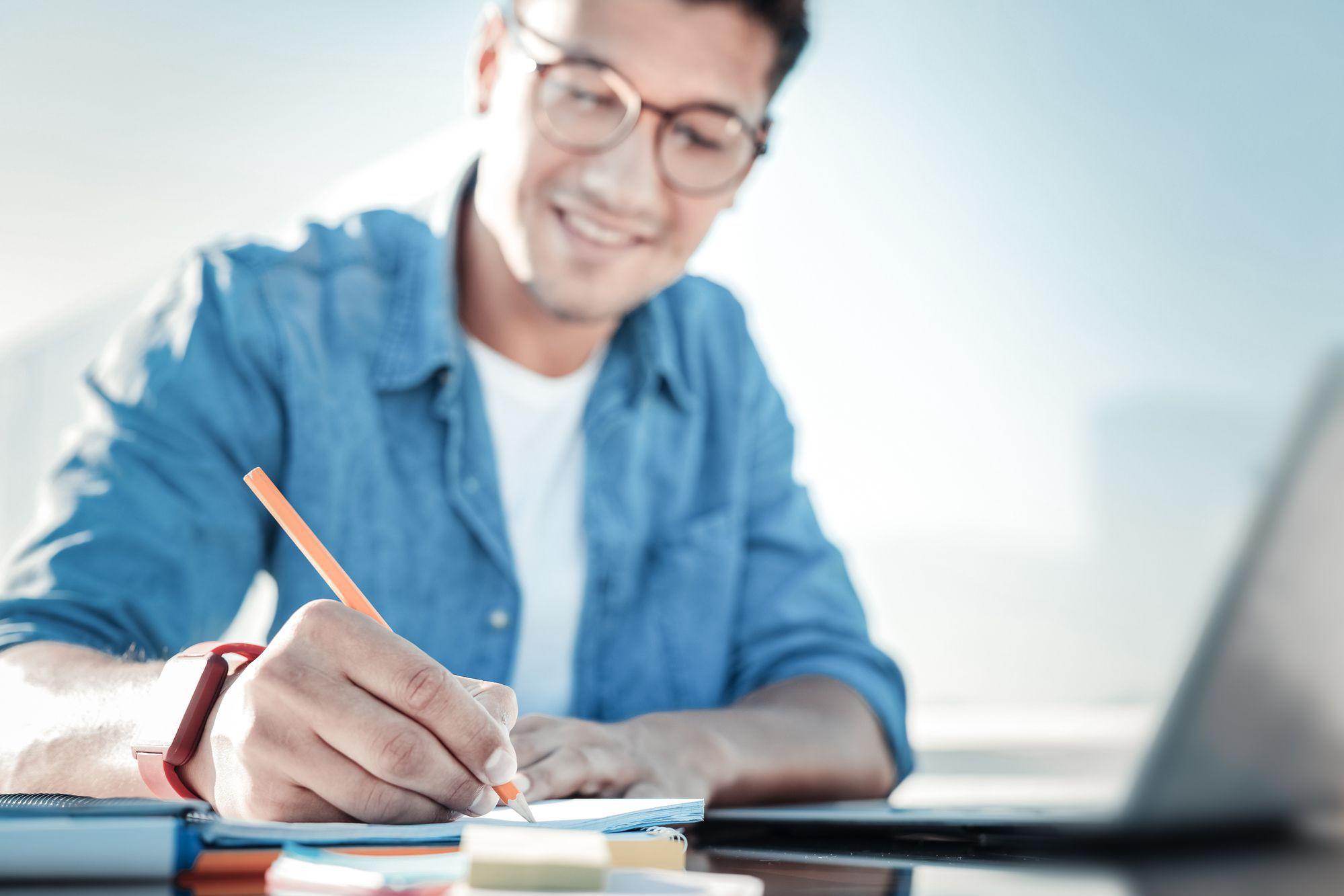 Como uma rotina de estudos pode te ajudar a se destacar na faculdade